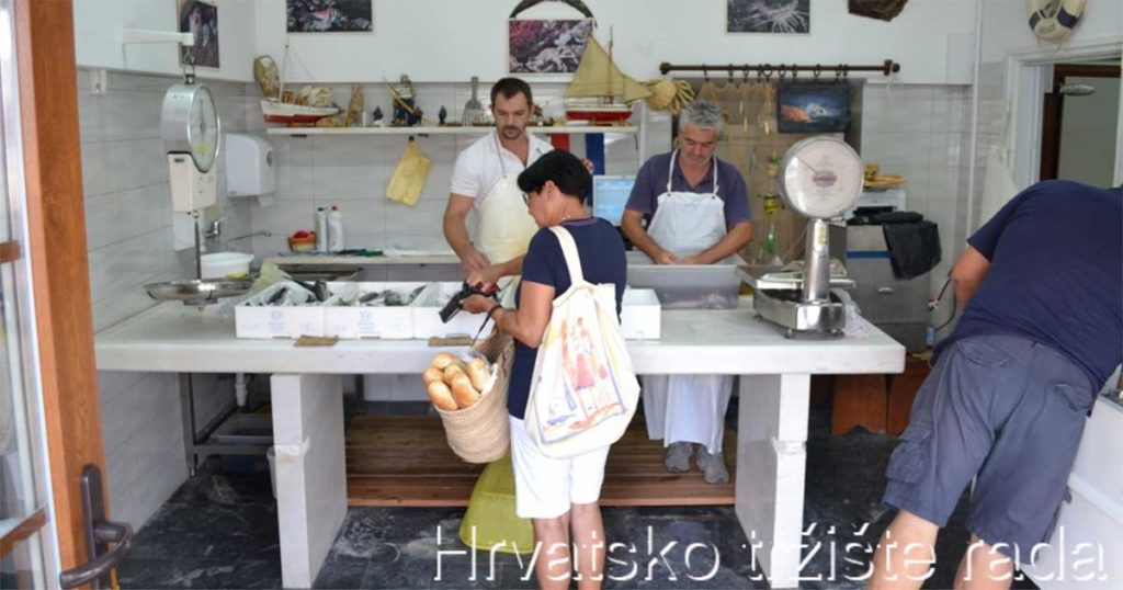 Restoran i ribarnica Šanpjer   Restoran uz more, s